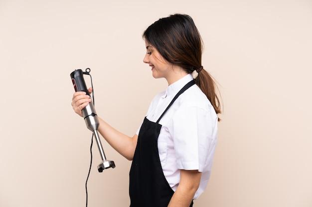 Donna chef con mescolatrice Foto Premium