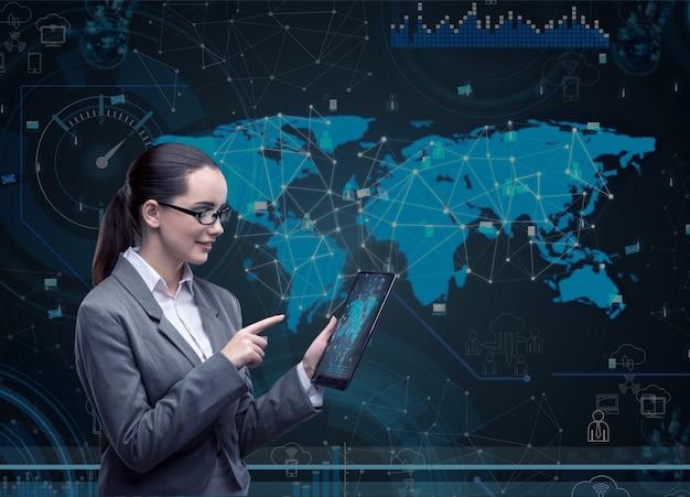 Donna con computer tablet nel business Foto Premium