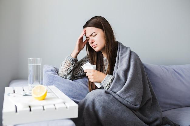 Donna con farmaci Foto Gratuite