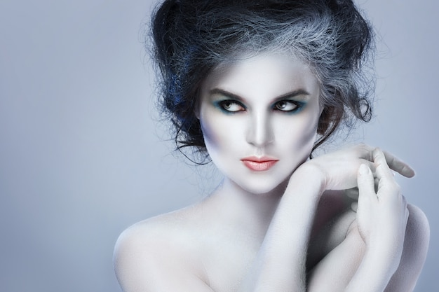 Donna con trucco creativo e body art Foto Premium