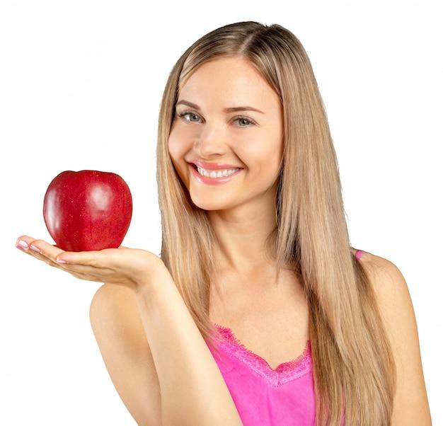 Donna e mela rossa isolate sopra backgoround bianco Foto Premium
