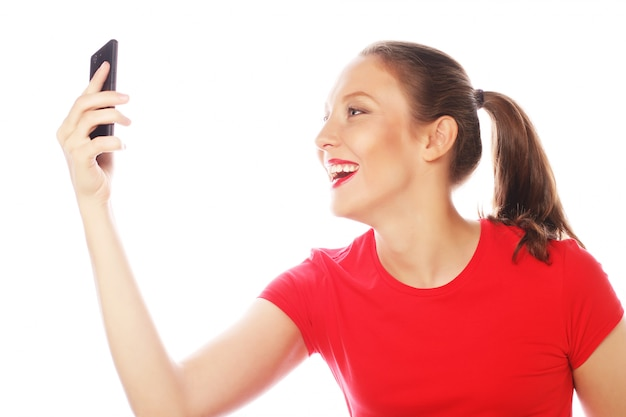 Donna graziosa che cattura autoscatti Foto Premium