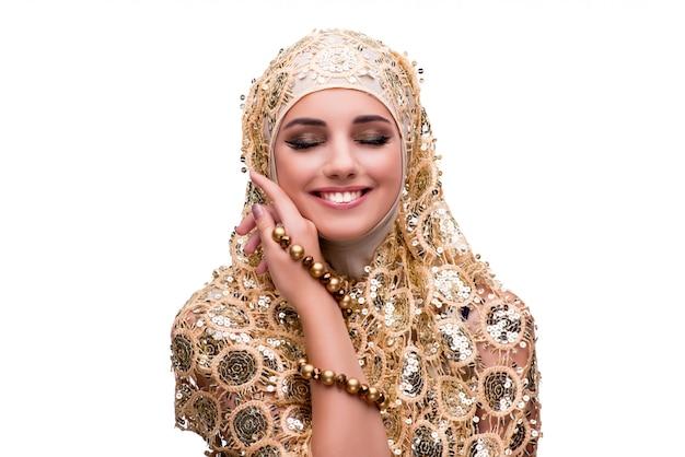 Donna musulmana nel concetto di modo isolata su bianco Foto Premium