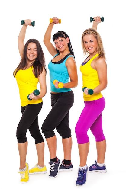 Donne felici in abbigliamento fitness con manubri Foto Gratuite