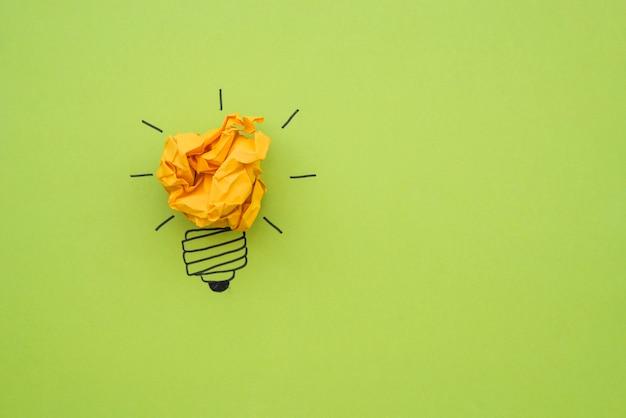 Doodle bulbo con carta stropicciata come luce Foto Gratuite