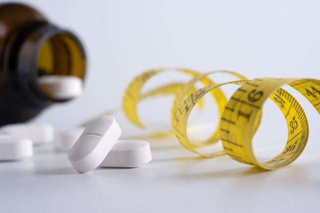 Droga perdere peso concetto dieta slim mangiare pillole sanità e medicina pillola Foto Premium
