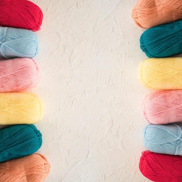 Due file di filato colorato Foto Gratuite