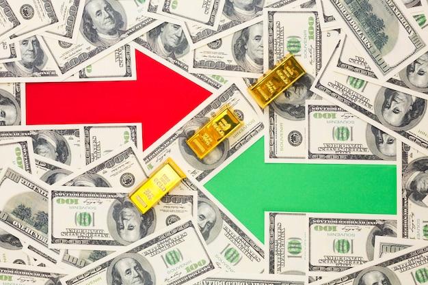 Due frecce sopra il fondo delle banconote Foto Gratuite