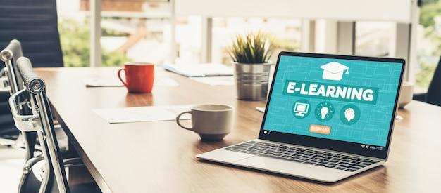 E-learning e formazione online per studenti e università concetto. Foto Premium