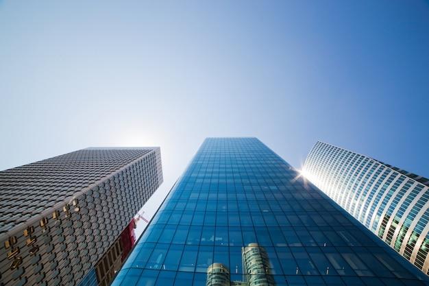 Edifici di vetro giganti Foto Gratuite