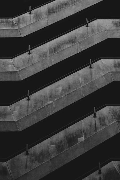 Edificio minimal in bianco e nero Foto Premium