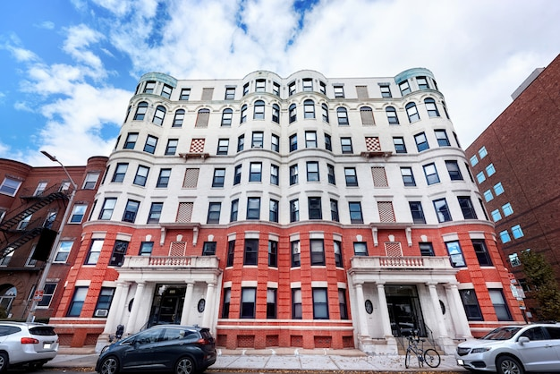 Edificio residenziale invecchiato negli stati uniti Foto Gratuite