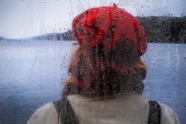 Effetto pioggia sullo sfondo della natura Foto Gratuite