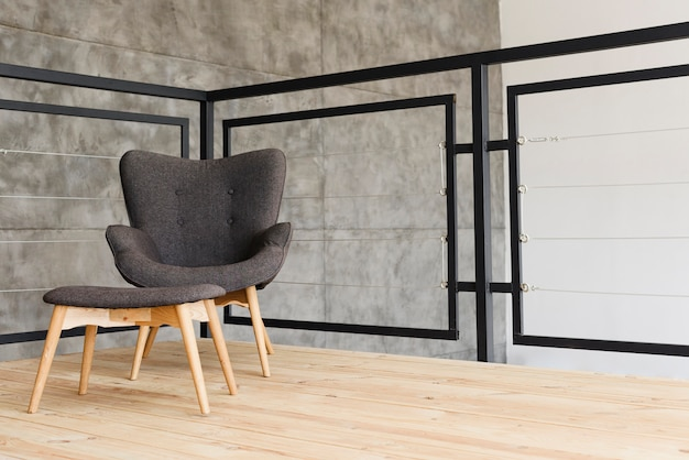 Elegante poltrona e sgabello moderni Foto Gratuite