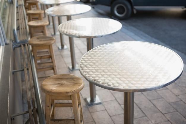 Elegante sgabello da bar con tavolo scaricare foto premium