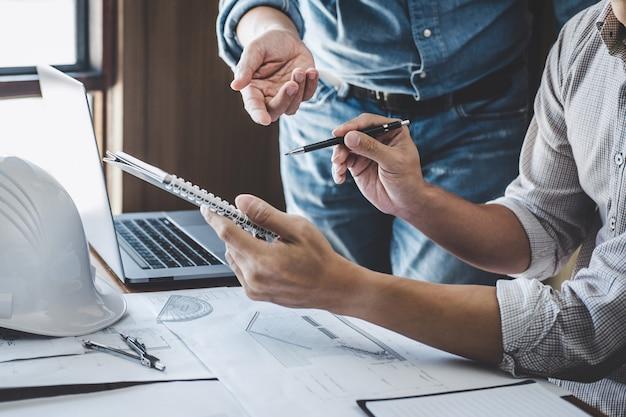 Engineer teamwork meeting, disegno che lavora sulla riunione di progetto per il progetto che lavora con il partner Foto Premium