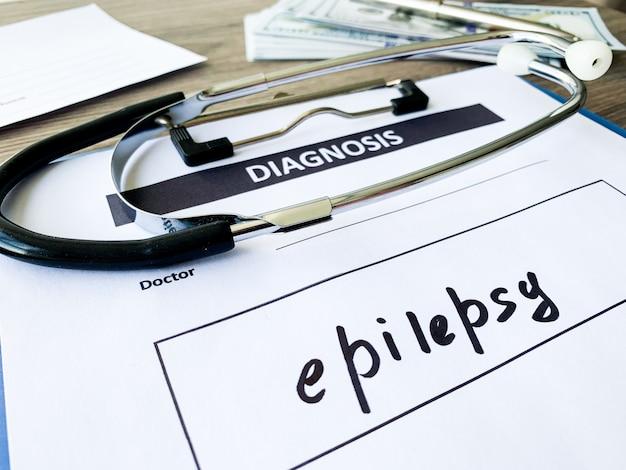 Epilessia di diagnosi in forma medica sulla scrivania del medico. Foto Premium