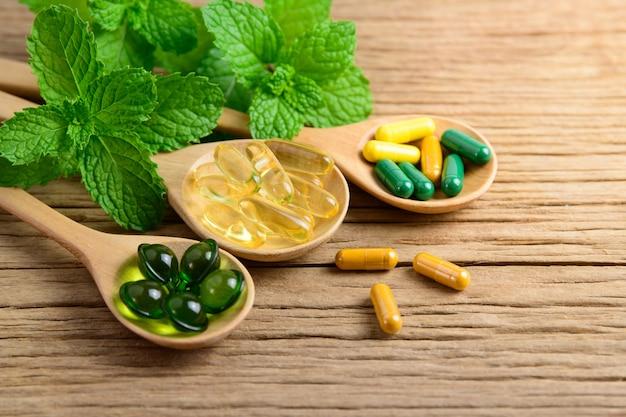 Erboristeria alternativa, vitamine e integratori naturali Foto Premium