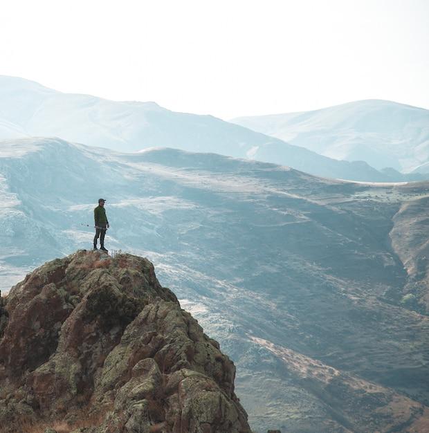 Escursionista solitario Foto Gratuite