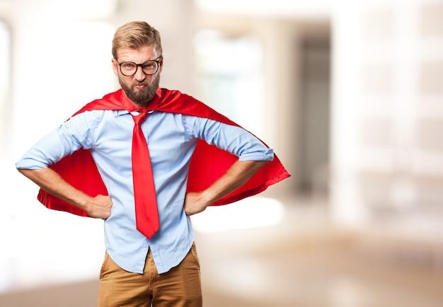 Esecutivo onnipotente con mantello rosso Foto Gratuite