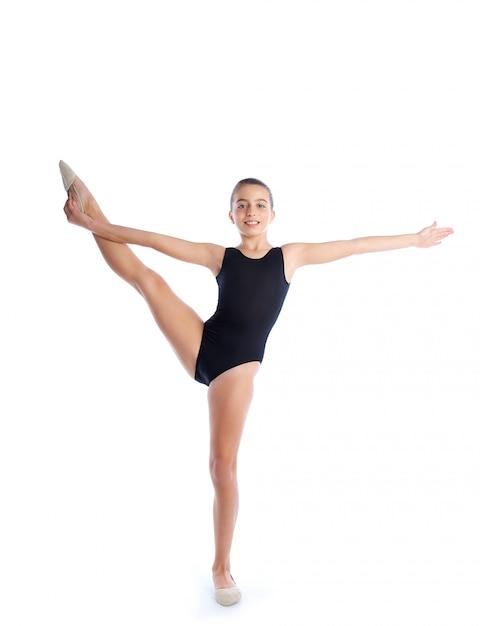 Esercizi di ginnastica ritmica della ragazza del bambino su bianco Foto Premium