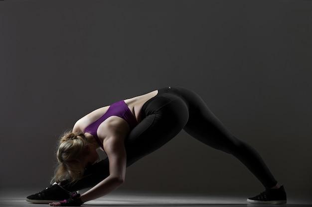 Esercizi di stretching per le gambe Foto Gratuite