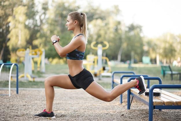 Esercizio di allenamento all'aperto Foto Gratuite