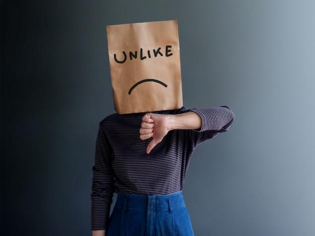 Esperienza del cliente o concetto emozionale umano. deluso Foto Premium
