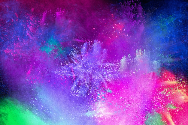 Esplosione colorata per happy holi in polvere. sfondo di esplosione di polvere di colore. Foto Premium