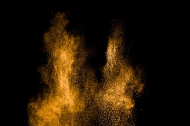 Esplosione di particelle di polvere gialla Foto Premium