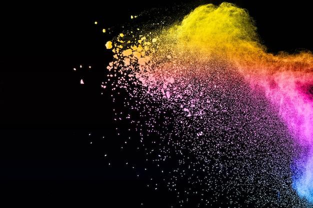 Esplosione di polvere di multi colore su sfondo nero Foto Premium