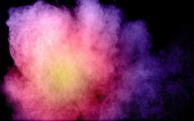 Esplosione di polvere di multi colore su sfondo nero. Foto Premium
