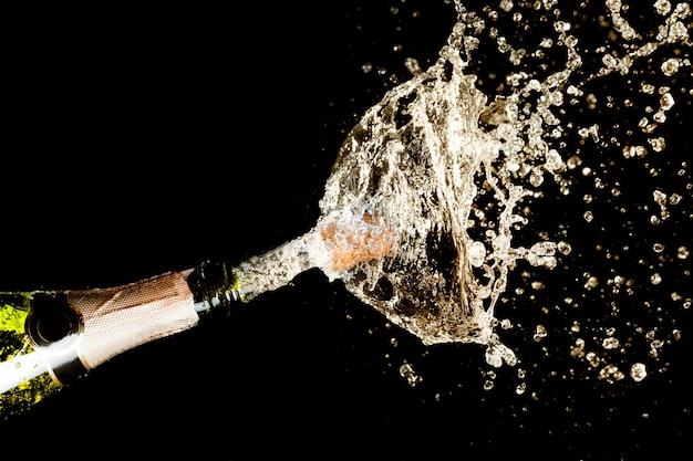 Esplosione di schizzi di champagne Foto Premium