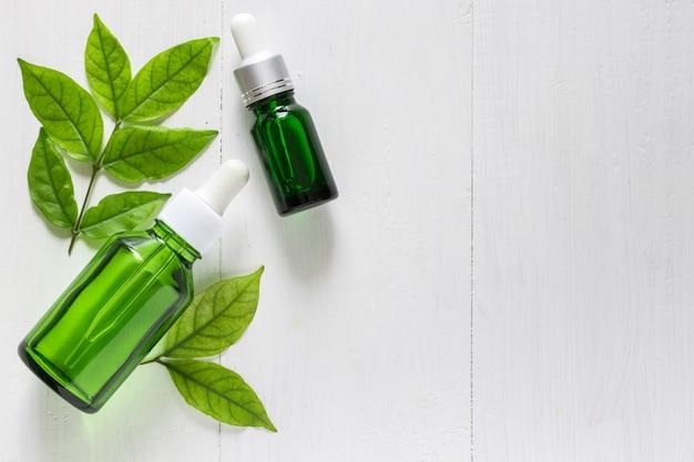 Estratto di calce vitamina c per trattamento della pelle e rimedi, acne e prodotti a base di olio essenziale di macchie scure Foto Premium