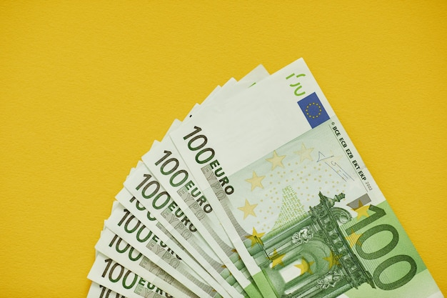 Euro soldi. contanti in euro. banconote in euro Foto Premium