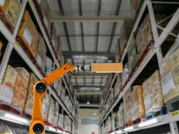 Fabbrica e magazzino di stoccaggio di prodotti di braccio di industria astuta del robot Foto Premium