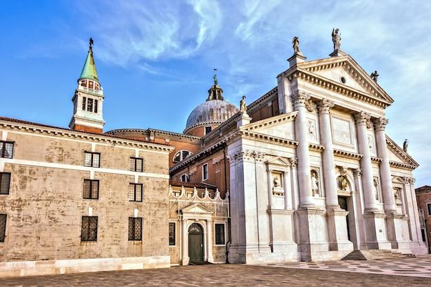 Facciata Della Chiesa Di San Giorgio Maggiore Con Ingresso A Venezia