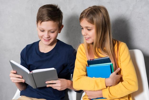 Faccina lettura per bambini Foto Gratuite
