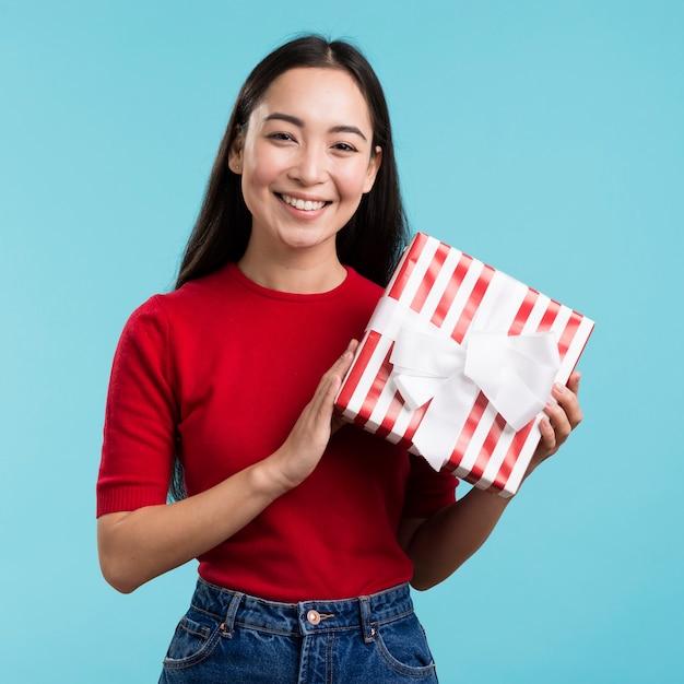Faccina regalo azienda femminile Foto Gratuite