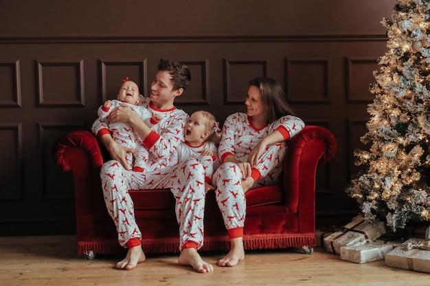 Famiglia a natale Foto Gratuite
