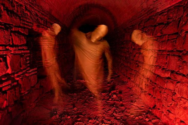 Fantasma intrappolato nel tunnel Foto Premium