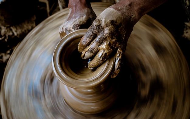 Fare ceramiche artigianali a bhaktapur, nepal. Foto Premium