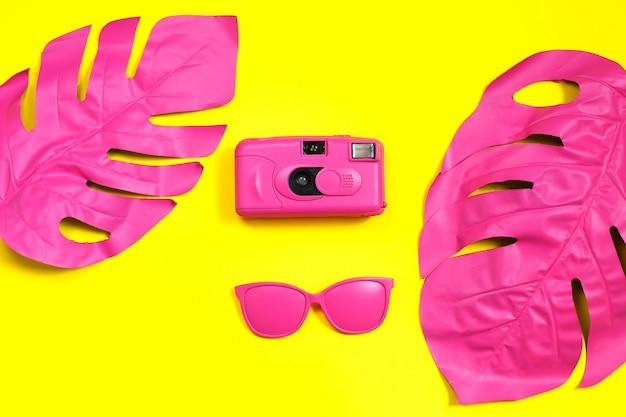 Fashion film camera e occhiali da sole Foto Premium