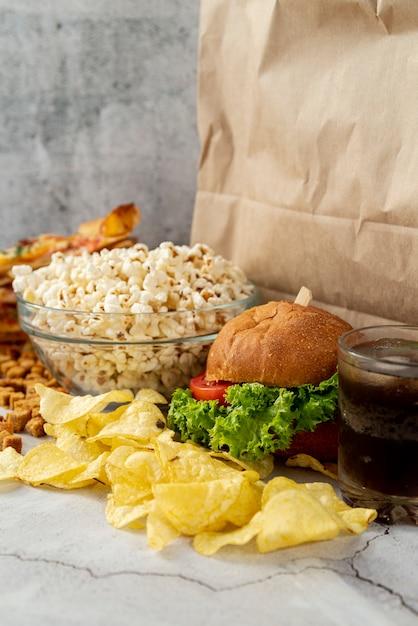 Fast food di primo piano sul tavolo Foto Gratuite