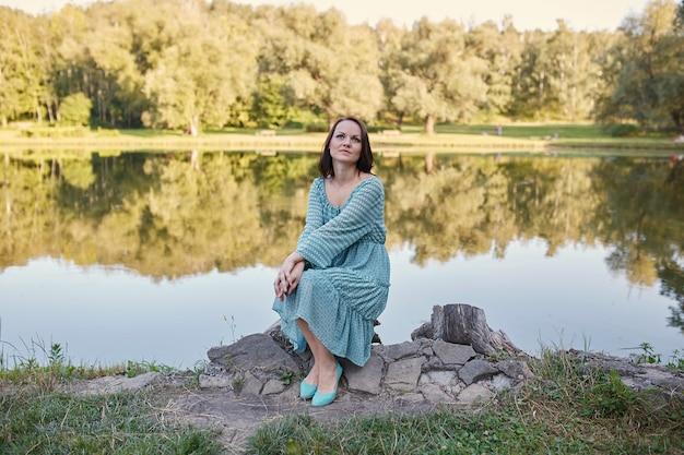 Felice donna romantica Foto Gratuite