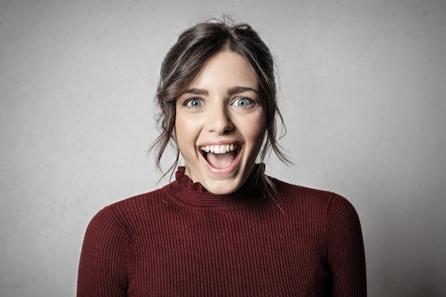 Felice espressione sorpresa Foto Premium