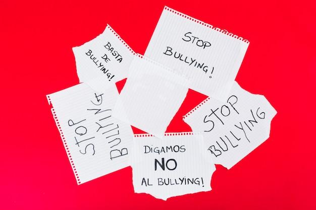 Fermare gli slogan del bullismo con una grafia diversa Foto Gratuite
