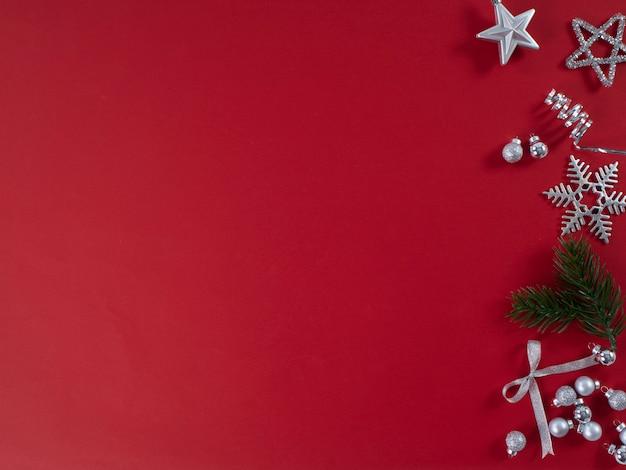 Festa di capodanno sulla superficie rossa Foto Premium