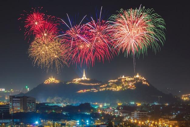Festival fuochi d'artificio annuale presso la provincia di phetchaburi, thailandia Foto Premium