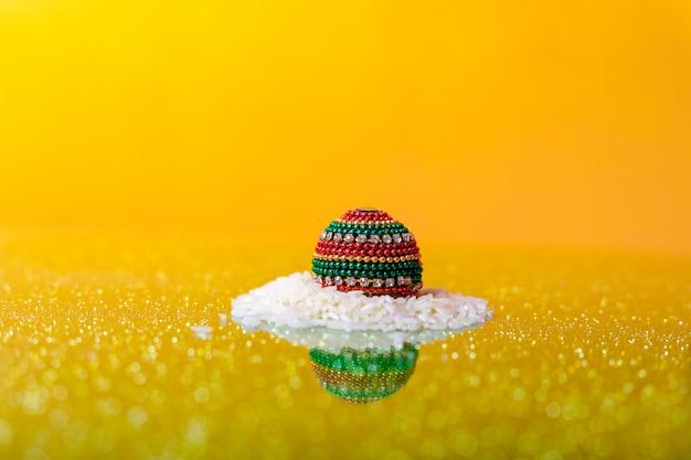 Festival indiano dussehra, foglia e riso Foto Premium